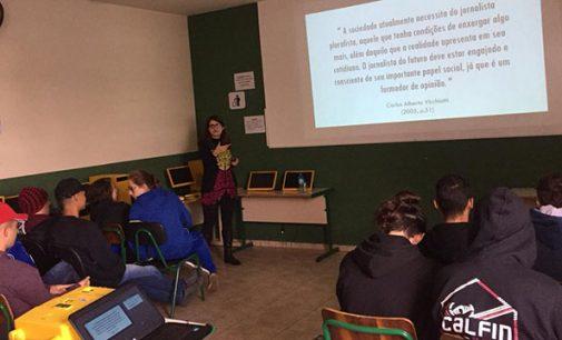 Escola Nilo Peçanha oferece palestra sobre importância do Jornalismo