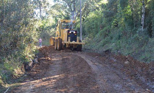 Estrada da comunidade da Paca recebe melhorias