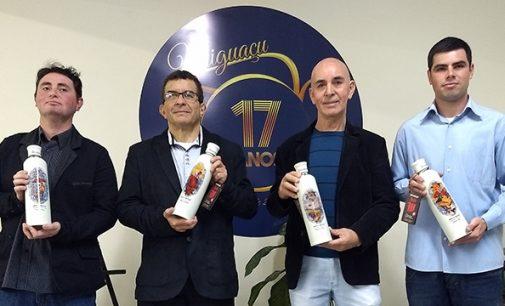 Uniguaçu completa 17 anos com lançamento de garrafas Doble W