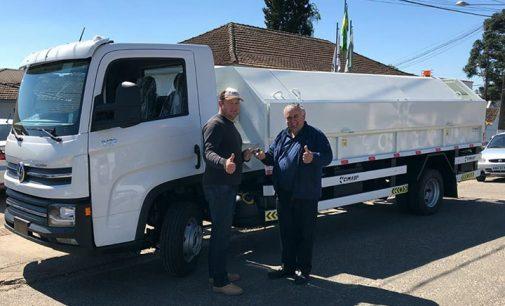 Paulo Frontin recebe novo caminhão da coleta de lixo
