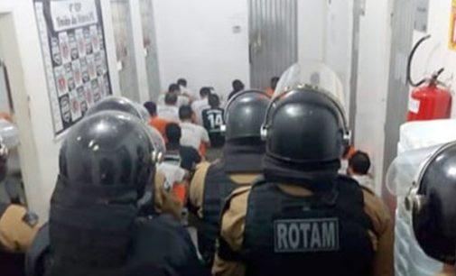 """Policiais fazem """"bate grade"""" na 4ª SDP em União da Vitória"""