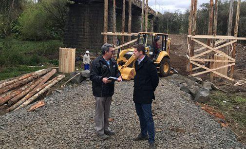 Prefeito Hilton Santin visita obras da ponte José Richa