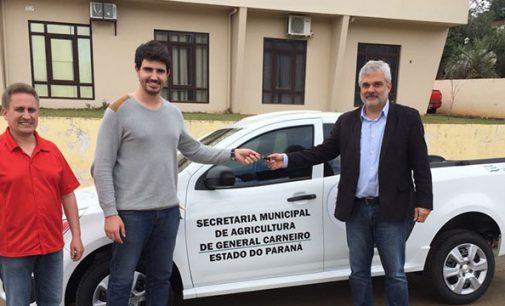 Prefeitura de General Carneiro adquire veículo para Agricultura