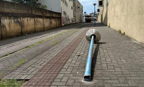 Vândalos danificam iluminação pública em Porto União