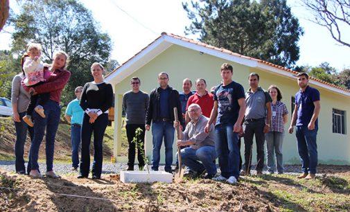 30 famílias do interior de Bituruna recebem casa nova