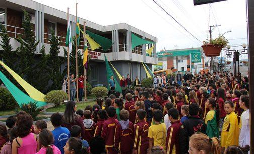 Alunos de Bituruna participam da Semana Cívica