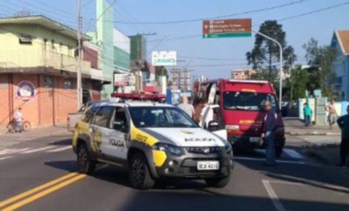 Ciclista é atropelado na avenida Manoel Ribas