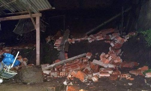 Muro desaba no bairro Limeira em União da Vitória