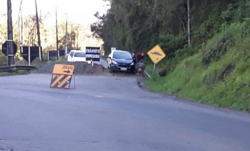 Motoristas ignoram bloqueio na PR 476