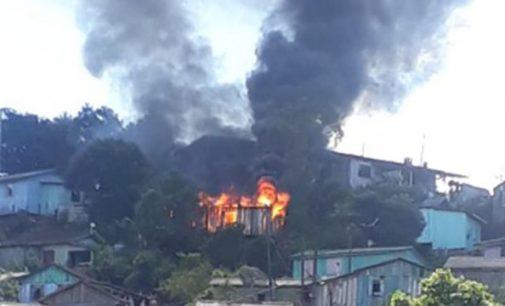 Incêndio destrói residência em Cruz Machado