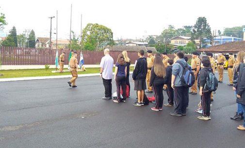 Alunos do Colégio Astolpho Macedo visitam o 27ºBPM
