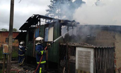Incêndio destrói casa no bairro Cidade Jardim