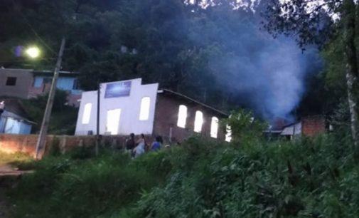 Incêndio destrói casa no bairro Monte Castelo