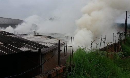 Incêndio destrói secador de empresa em União da Vitória