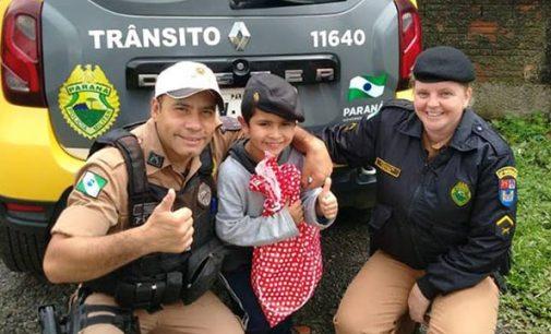Policiais de 27º BPM visitam criança em Porto União