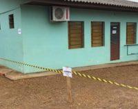 Buraco se abre e Prefeitura de General Carneiro interdita Unidade de Saúde