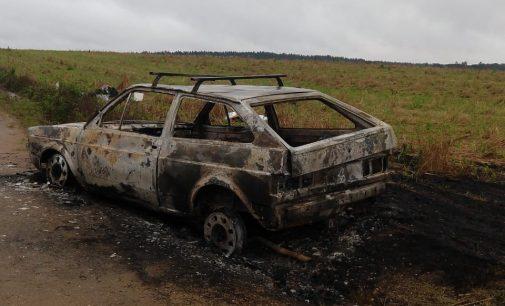 Família tem carro incendiado em Paula Freitas