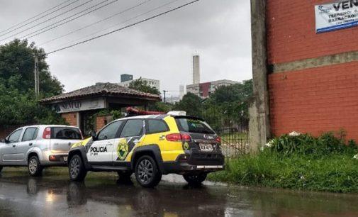 Homens são detidos por invasão de propriedade e posse de simulacro de arma