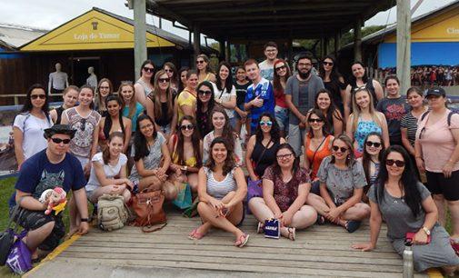 Acadêmicos de Pedagogia da Unespar visitam Projeto Tamar