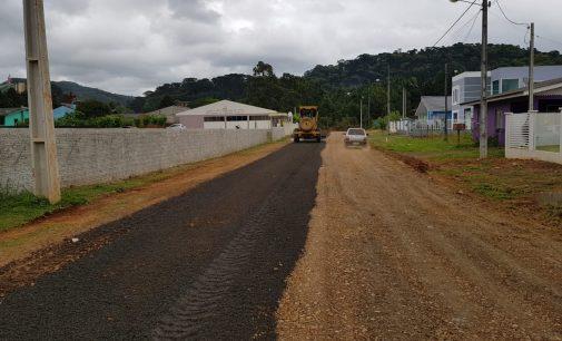 Setor de Obras de Bituruna realiza manutenção nas estradas urbanas