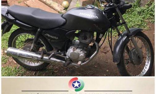 Dois adolescentes são apreendidos por furto de moto