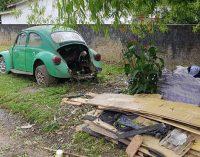 Equipes fazem fiscalização de carros abandonados no bairro Limeira