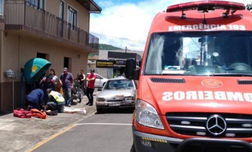 Motociclista fica ferida, após ser fechada por veículo em PU