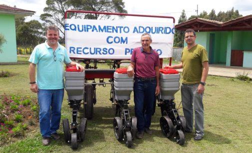 Prefeitura de Matos Costa adquire maquinário agrícola