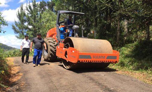 Setor de Obras de General Carneiro recuperam as estradas rurais