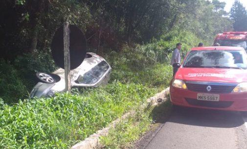 Veículo sai de pista na BR 153 na Serra do Leão