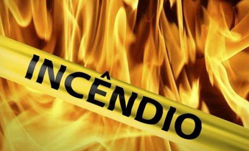 Veículos são queimados no interior de Cruz Machado