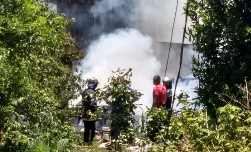 Moradia fica destruída em incêndio