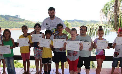 """Alunos vencedores do projeto """"Viagem da Leitura"""", foram para o litoral"""