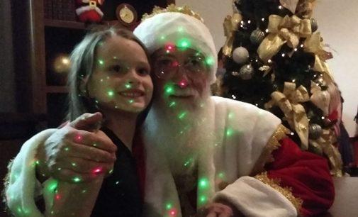 Casa do Papai Noel em UVA é aberta com show gratuito