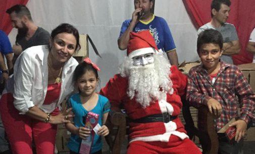 Natal Mágico de General Carneiro faz entrega de presentes