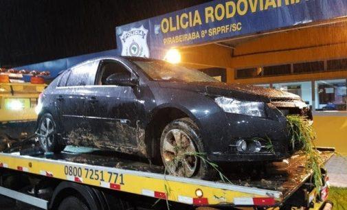 PRF recupera carro roubado com placa clonada de Porto União
