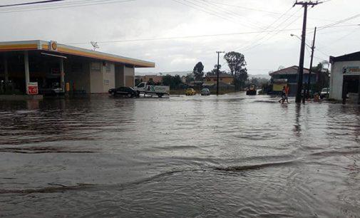Chuva deixa vários pontos de alagamento nas cidades irmãs