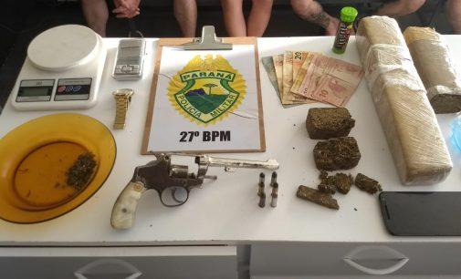 Dois homens são presos por tráfico de drogas no Sagrada Família
