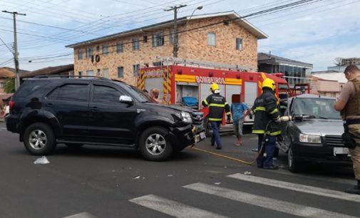 Acidente de trânsito nas ruas José Boiteux com Antiocho Pereira