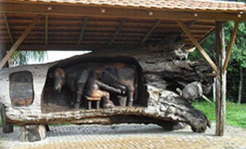 Monumento público é queimado em Porto Vitória