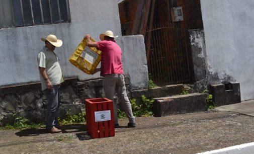 Prefeitura de Matos Costa instala novas lixeiras