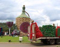 Decoração de Natal de Bituruna leva mais de 20 mil garrafas pet