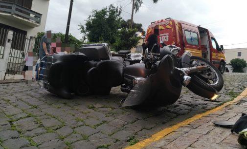 Motociclista cai de moto no centro de Porto União
