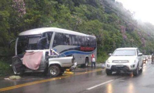 Ônibus que saiu de Porto União se envolve em acidente na SC 418