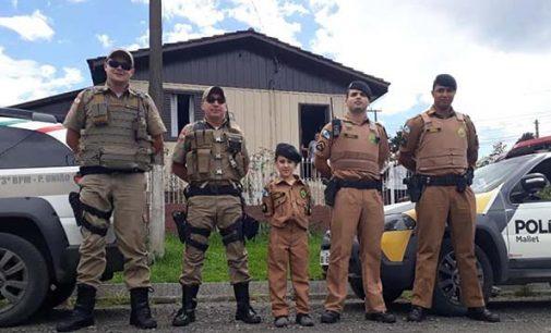 Menino convida policiais militares para seu aniversário