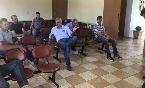 """Produtores do """"Bom Leite"""" se reúnem com a Prefeitura de General Carneiro"""