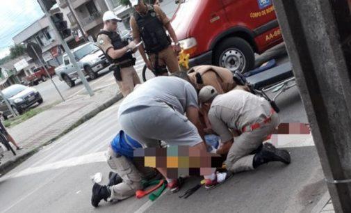 Ciclista é atropelada por caminhão em União da Vitória