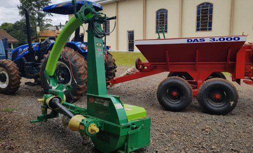Bituruna entrega R$ 287 mil em implementos agrícolas
