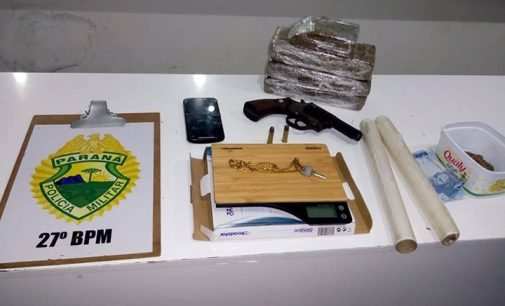 Dois homens são presos por porte de drogas e arma de fogo em UVA