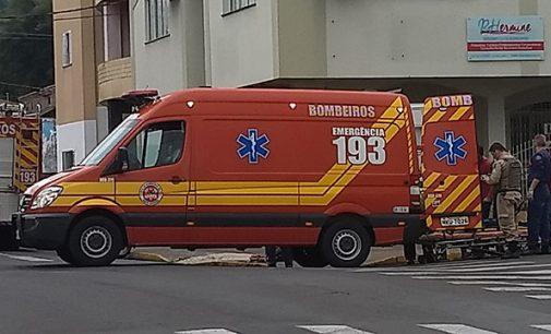 Motociclista fica ferida ao colidir com ônibus no centro de Porto União